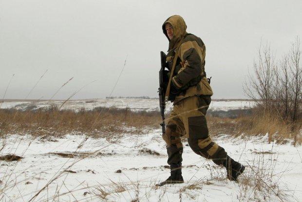 """Собаче життя, собача смерть: виродки Путіна кинули труп """"побратима"""" гнити серед поля, фото"""