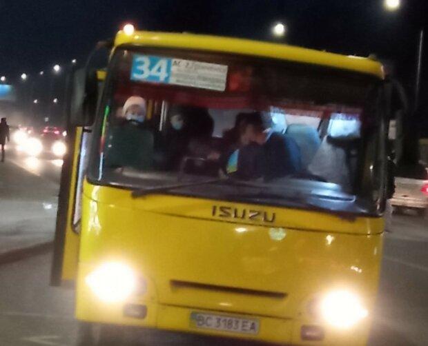 """У Львові нахабний маршрутник змусив школяра йти пішки: """"Мамі своїй поскаржишся!"""""""