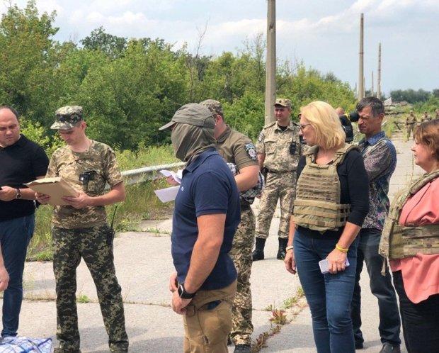 Десятки украинцев вырвали из путинского ада: подробности невероятного освобождения на Луганщине