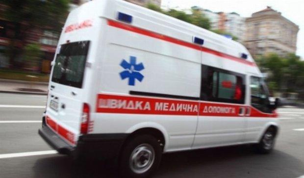 В Києві згоріло дві карети швидкої допомоги (відео)