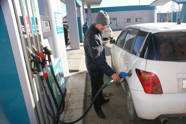 На українських заправках злетіли ціни, за поїздку з вітерцем доведеться віддати останнє: головні цифри