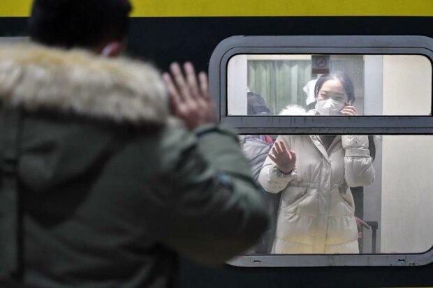 """""""Залишився тільки я і хлопці з Африки"""": українець не може покинути Китай, збирає на квиток в Instagram"""