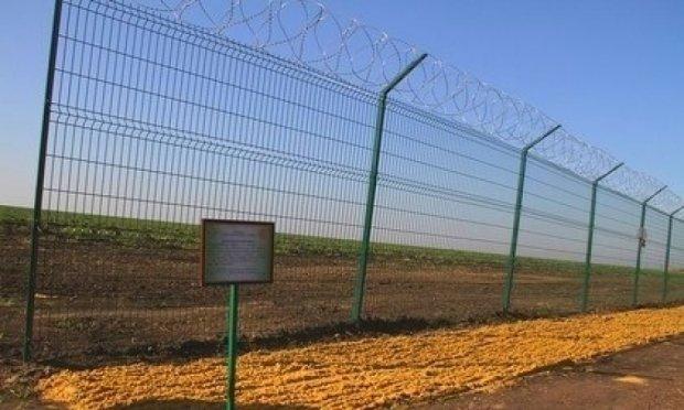 «Стіна» з Росією лежить на складі заводу
