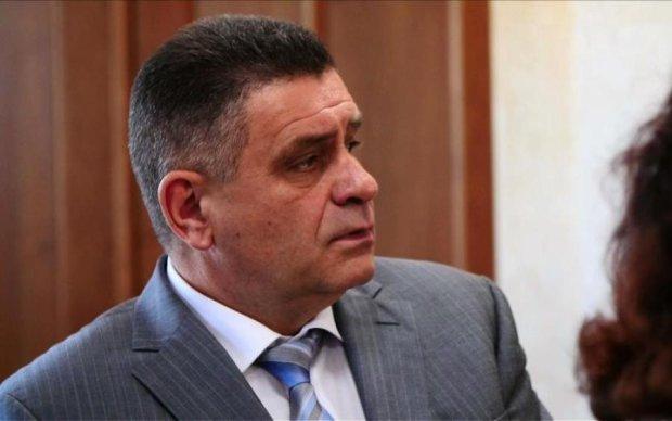 Садив активістів і малину: як сім'я генерала Януковича обросла статками