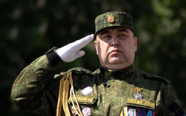 Сидить як шовковий: Плотницького замурували в Москві