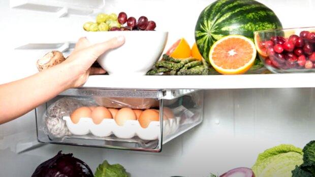 Продукти у холодильнику, скріншот: YouTube