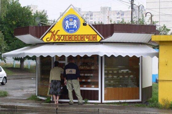 Жива реклама: миша гризла батон у вітрині магазина в Харкові, - кумедне відео