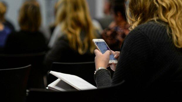 """""""Скажені знижки"""", """"Таксі дешево"""": як позбутися настирливих СМС-розсилок раз і назавжди"""