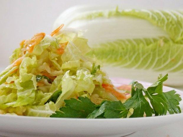 Ідея швидкої закуски: пекінська капуста з м'ятою і зеленим горошком