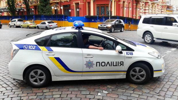 """В Киеве среди бела дня похитили мужчину: """"Силой затолкали в авто"""", введен план """"Перехват"""""""