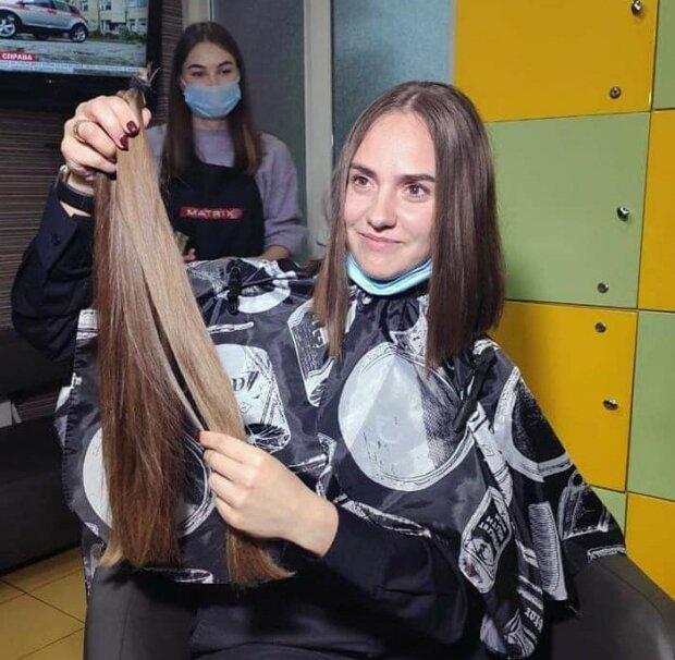 Красавица-полицейская пожертвовала роскошную косу на парики онкобольным деткам - геройский поступок девушки растрогал всю Украину