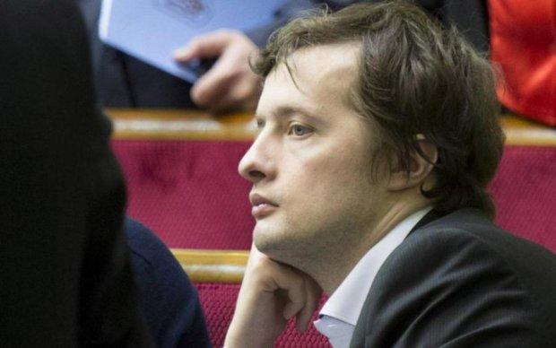 Вояжи сына Порошенко поставили на уши сеть