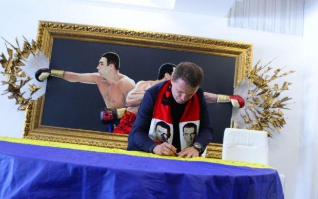 Ребров подписал флаг Украины для Кличко