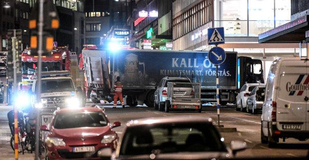 В Берлине авто протаранило толпу: первые детали, фото