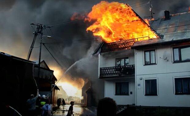 Пожежа в польському селищі Нова Бяла, скріншот: YouTube