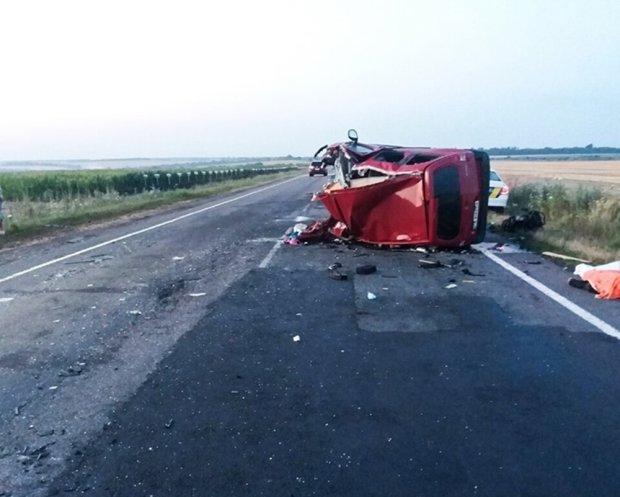 ДТП під Миколаєвом обірвала життя батька і двох діток: мати не може отямитися від горя