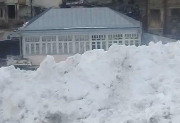 Снежная лавина в Дагестане, кадр из видео