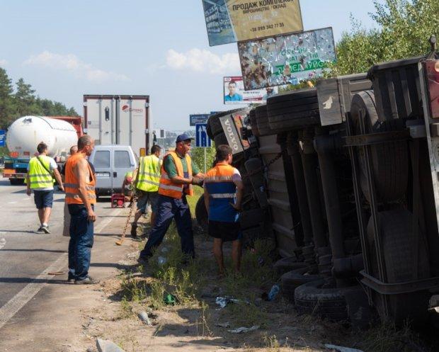 """Жахлива аварія забрала багато життів, машини перетворилися на купу металобрухту: """"довелося вирізати"""", фото"""