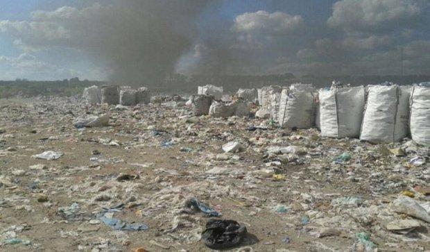 На Киевщине горит львовский мусор