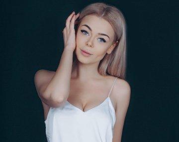 koe-chto-vidno-u-devushki-foto-bukina-trahaetsya-gruppovuhe
