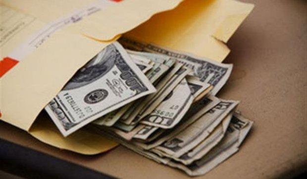 На Днепропетровщине поймали военкома на взятке в $700