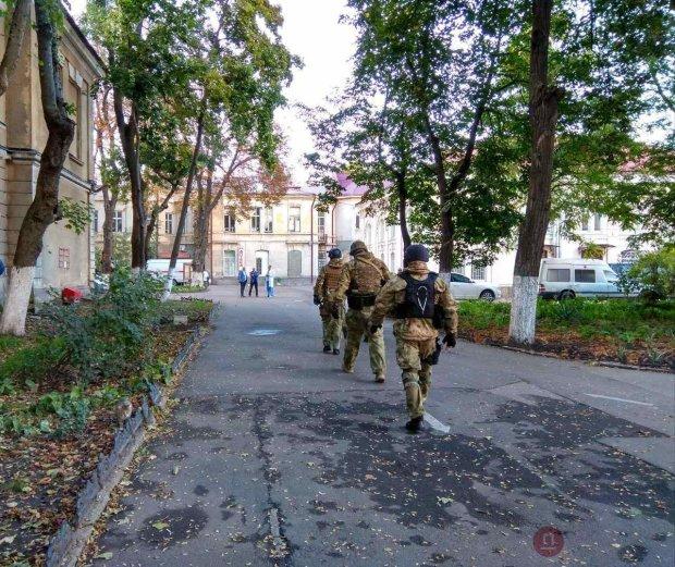 """На Зеленського напали у власному будинку: """"Увірвалися вночі, зв'язали і побили"""""""