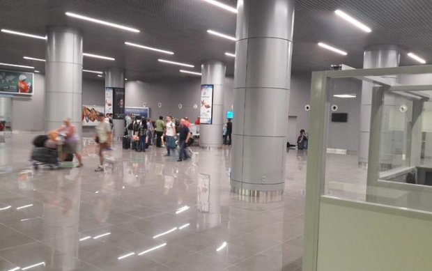 """Одеситам пропонують БДСМ прямо в аеропорту: """"Рольові ігри з прикордонниками"""", - мережа в ауті"""