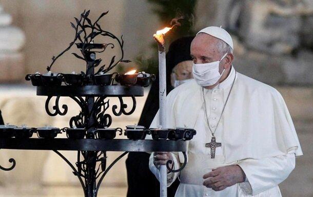Папа Римський вперше нап'ялив маску, на Бога надії мало