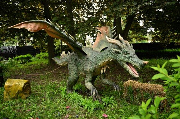"""Киевлян зовут """"обкатать"""" динозавров - на ВДНГ открылась уникальная выставка, дети в восторге"""