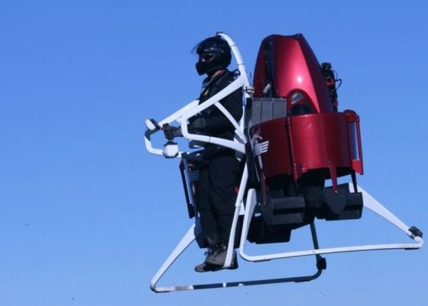 Пожежники у Дубаї літатимуть на джетпаках (відео)