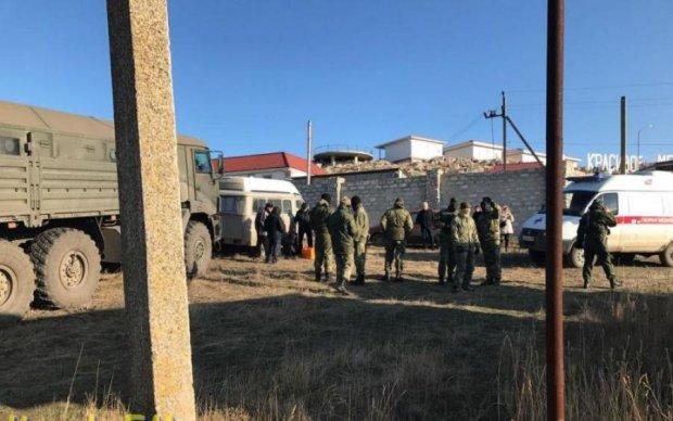 Грудью легли: крымчане бросались под военную технику оккупантов