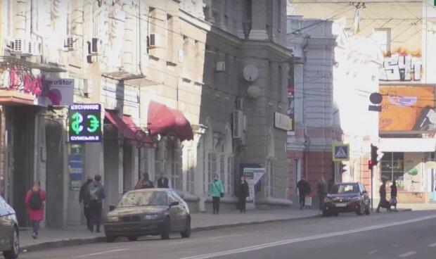 """Харьковчане массово наплевали на карантин и вышли на улицы """"голышом"""""""