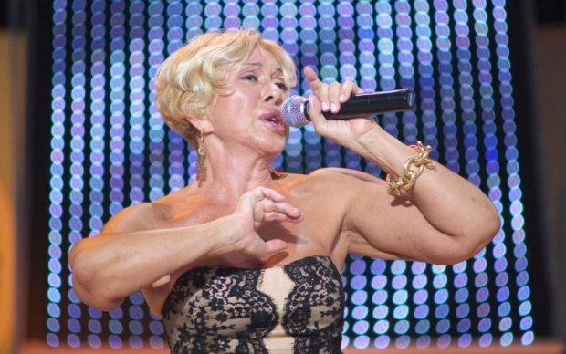В країні криза: російська співачка обурила мережу танцями на грошах