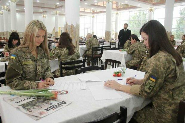 Девушки в армии, фото Politeka
