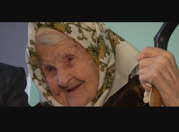 """100-летняя тернополянка встретила гостей и погрузилась в воспоминания: """"Когда жив был граф Потоцкий..."""""""