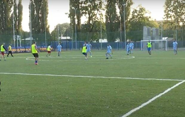 В Мукачево военные и духовенство играли в футбол, скриншот