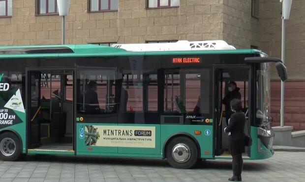 У Харкові закупили електробуси, кадр з репортажу джедаї: YouTube