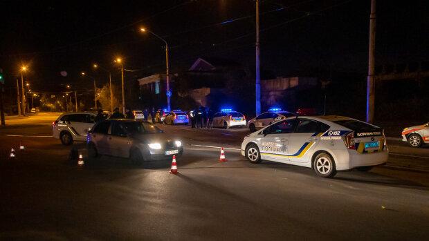"""Киевского копа переехали на авто и послали на три """"веселых"""": кадры произвола"""