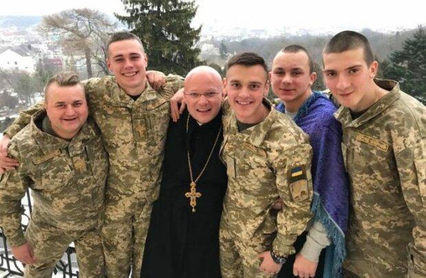 Львовский священник снял рясу ради формы и стал десантником - спасает души героев Украины