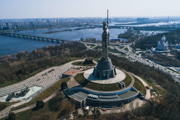 Аномалія в центрі Києва нажахала жителів