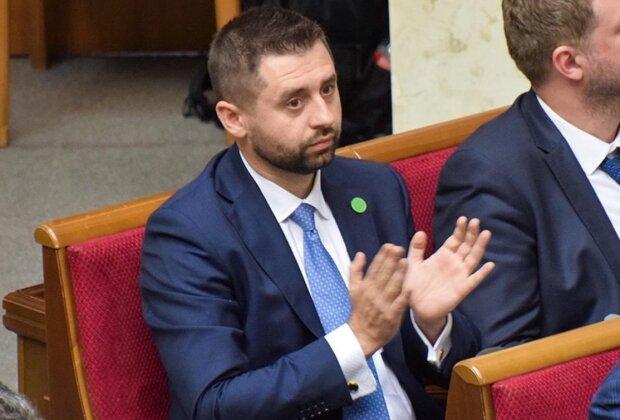 """""""Слуга народу"""" Арахамія запропонував зарплату в 100 тисяч гривень: """"Я підрахував..."""""""
