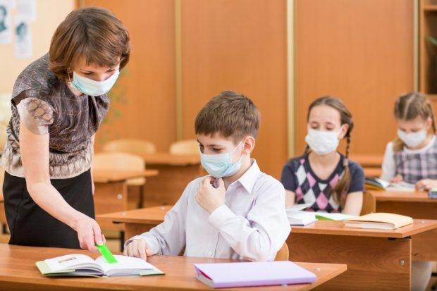 Украинские школы массово закрывают на карантин: детей косит опасный вирус