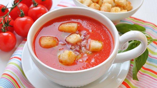 Ідеї для смачної вечері: простий томатний суп гаспачо з сухариками