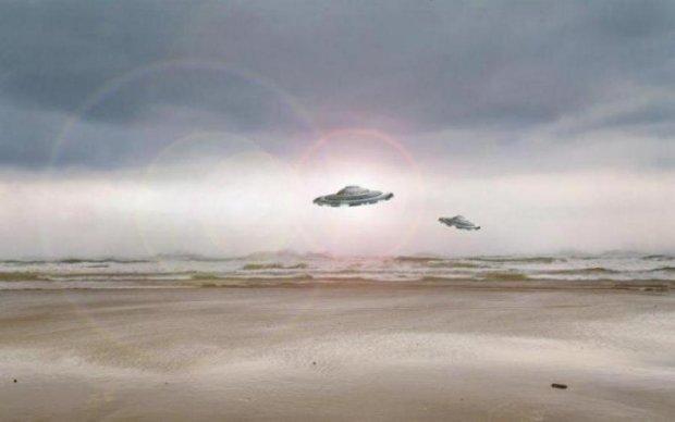 Рухнувший с неба НЛО переполошил весь мир: видео