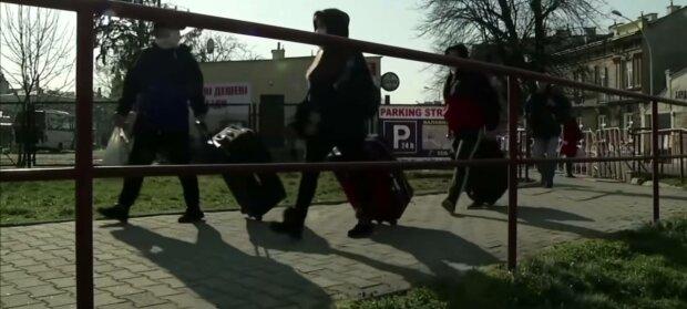 Заробітчани, фото: скріншот з відео