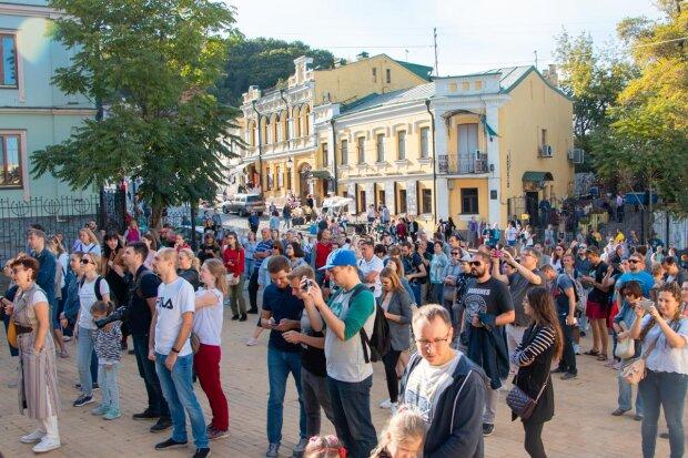"""В Україні піднімуть зарплату жінкам: у Мінсоцполітики заговорили про """"рівність та справедливість"""""""