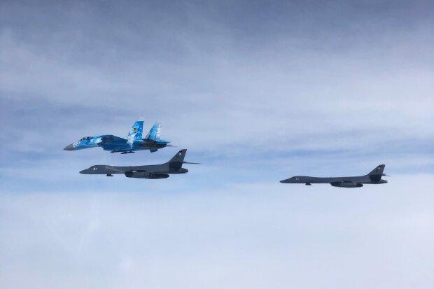 Американські бомбардувальники пролетіли над Україною, фото: Командування Повітряних Сил ЗСУ