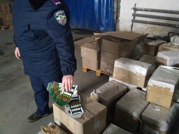Курці ридають: у Запоріжжі спалили цигарки на 100 тисяч