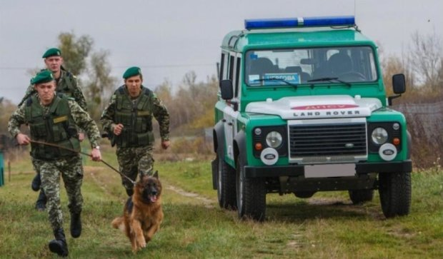 Два автомобиля из РФ прорвались через украинскую границу