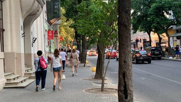 Люди на улицах, фото: Знай.ua